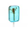 Piruleta con escorpión sabor arándano